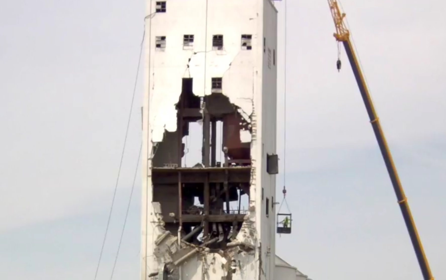 Live Feed of South Sioux City Grain Elevator Demolition Day 14