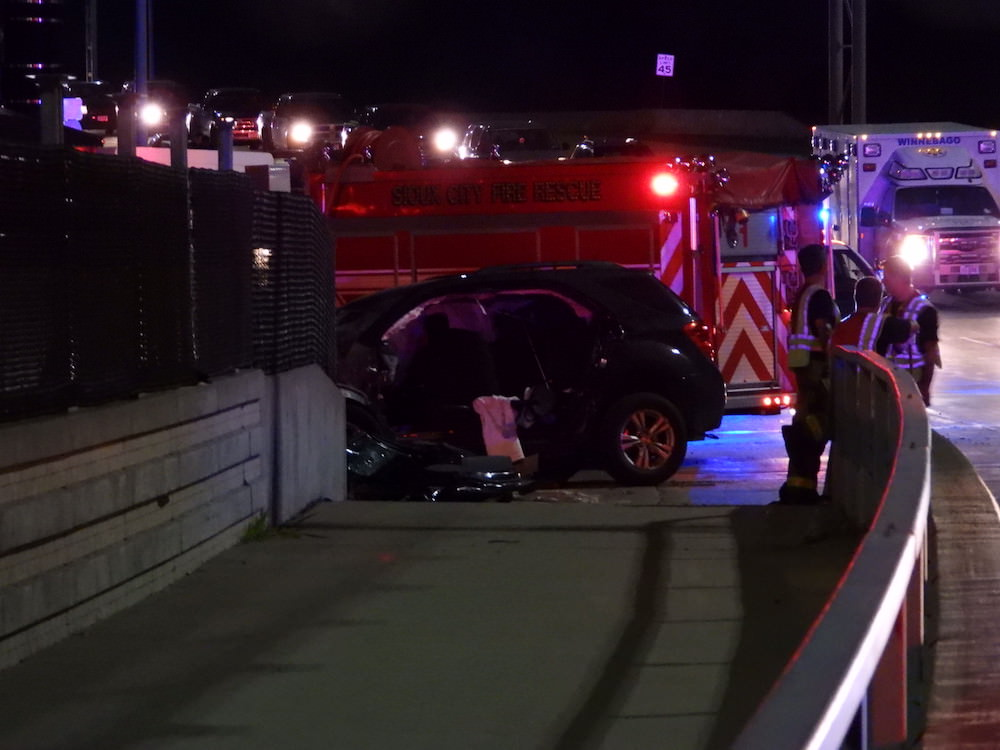 Driver dies after hitting concrete barrier on Wesley Parkway on Veterans Bridge in Sioux City