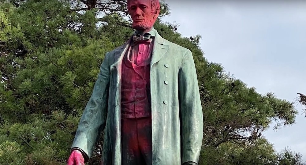 Lincoln Statue vandalized in Grandview Park in Sioux City - Cash Reward