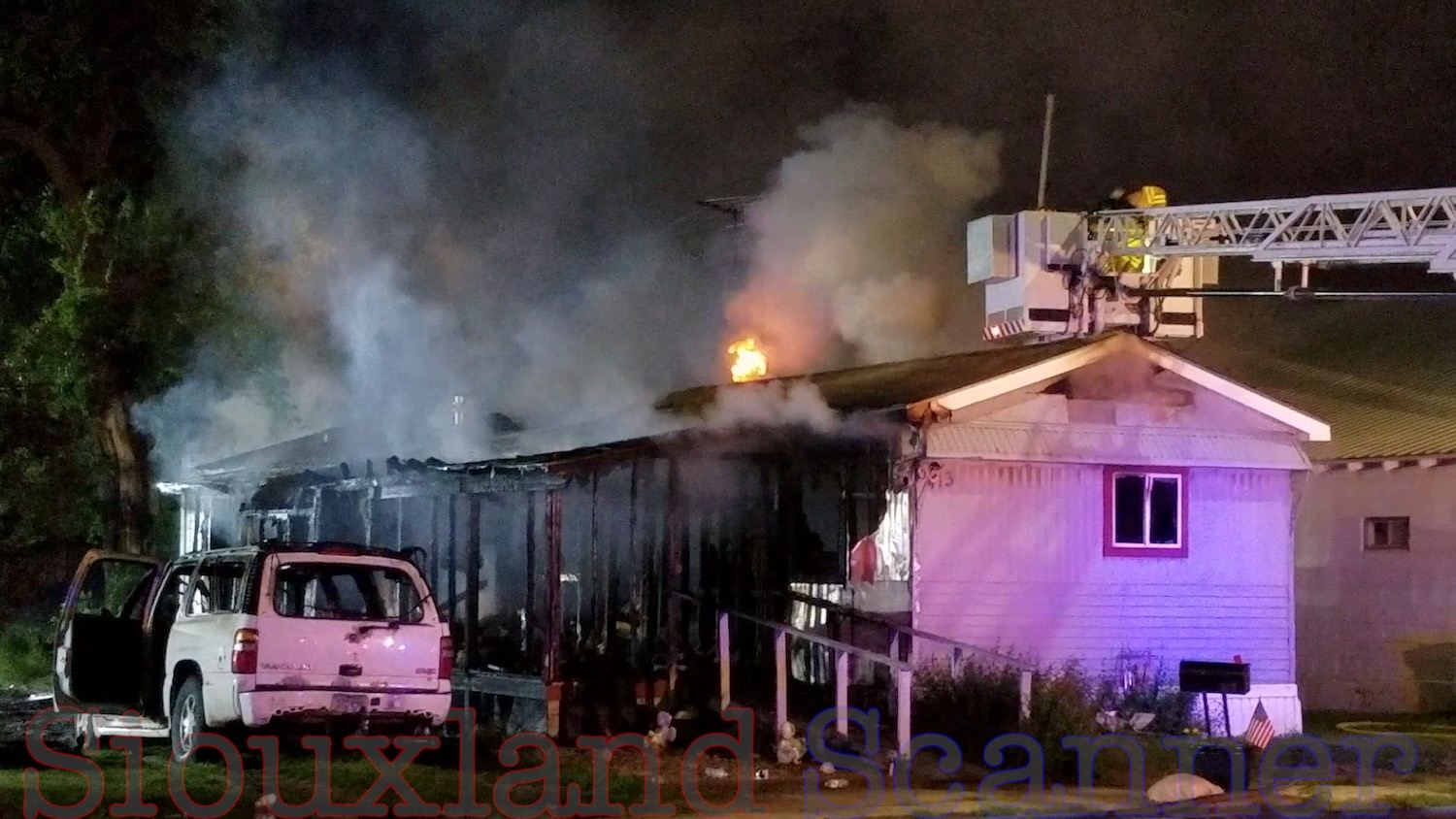Fire destroys mobile home and suv in Hornick Iowa