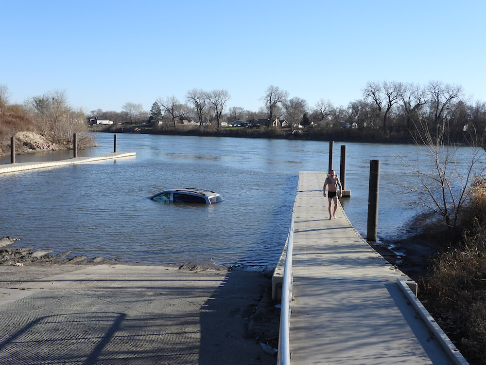 Sioux City Police Officer jumps into Icy Missouri River in hopes of checking van for occupants
